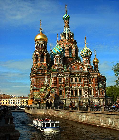 St Petersbourg - La Cathedrale du Saint Sauveur et le canal Griboiedov